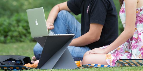 Supporto per laptop Levit8