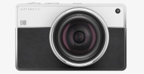 Fotocamera Kodak Instamatic di Daniel Kim