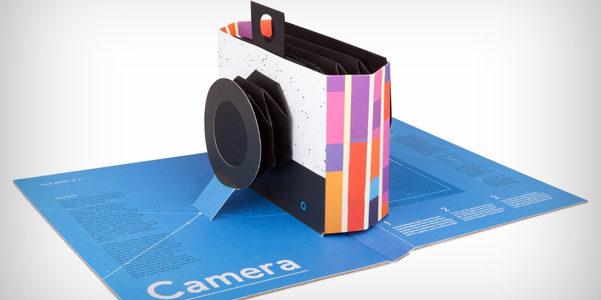 La fotocamera in un libro