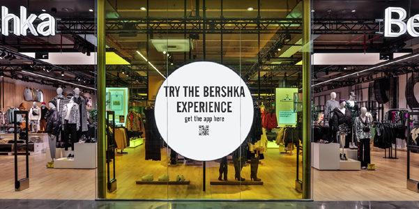 Gli specchi interattivi di Bershka, il debutto a Cremona