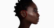 Le cuffie del futuro si indossano intorno alle orecchie e non sopra